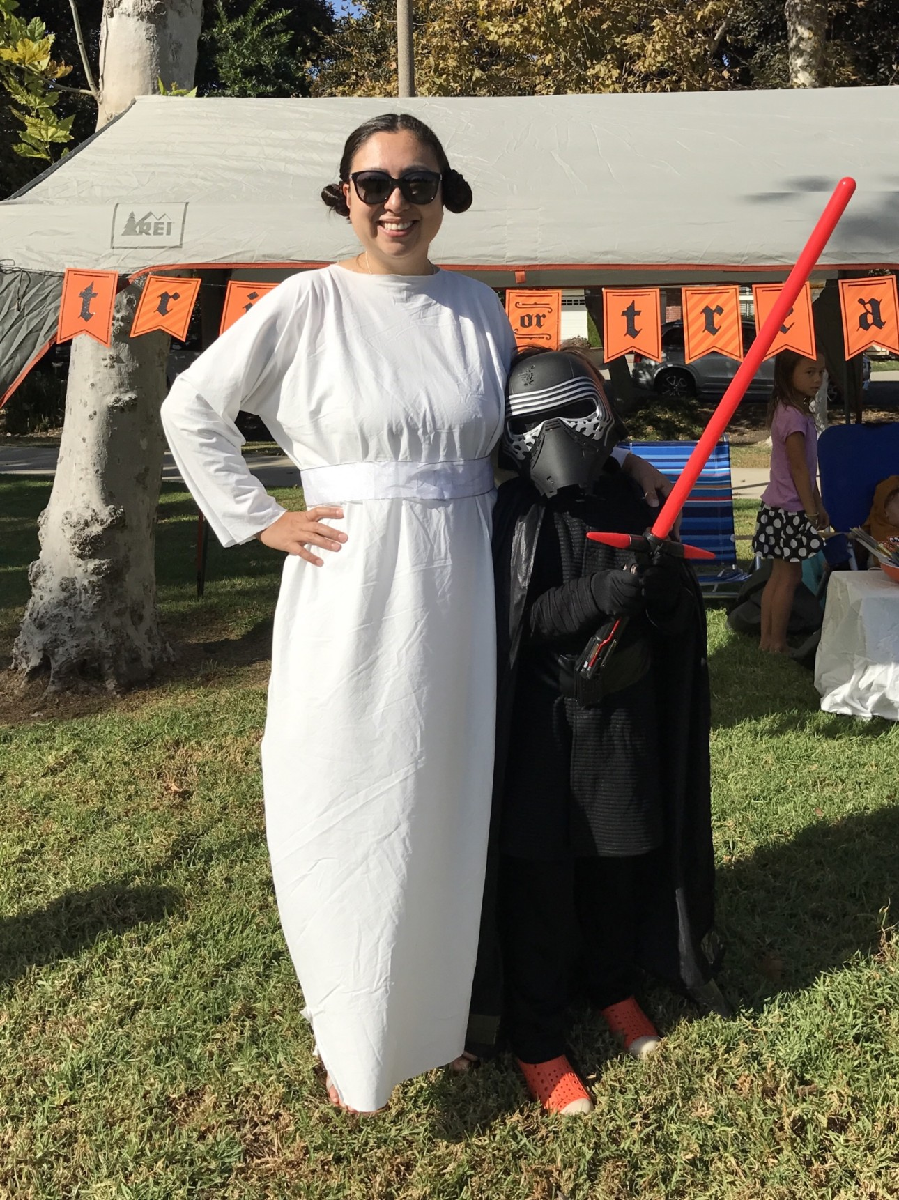 sc 1 st  Anaheim Moms Blog - City Moms Blog Network & DIY No Sew Easy Princess Leia Costume (Eco-Friendly and Cheap Too!)